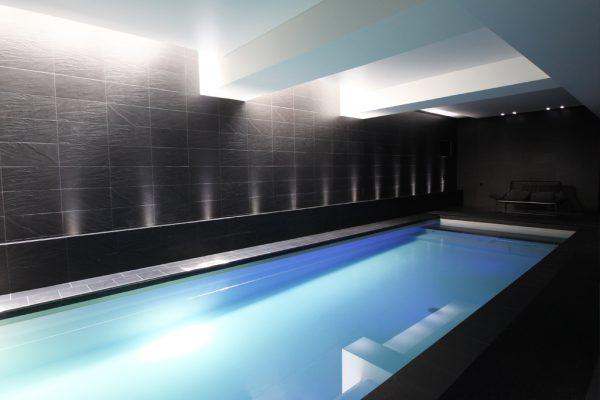 nos designers et architectes s'occupent de l'esthétisme de votre piscine d'intérieure